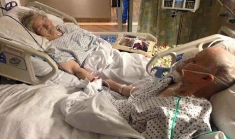ตายายนอนอยู่บนเตียงของโรงพยาบาล